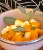 Low Carb Rezept   Pfannenkürbis mit Salbei und Feta
