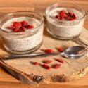 Low Carb Rezept | Kokos-Chia-Pudding mit Goji-Beeren