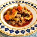 Low Carb Rezept | Pikantes Kalbsgulasch mit Petersilienwurzel