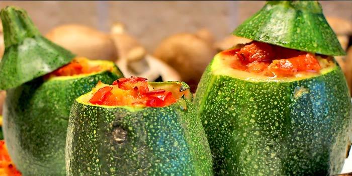 low carb rezept gef llte rondini runde zucchini. Black Bedroom Furniture Sets. Home Design Ideas