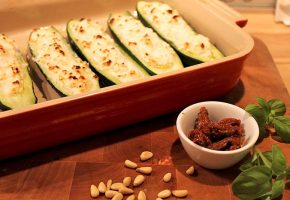 Low Carb Rezept | Italienische Zucchini mit Ricottafüllung