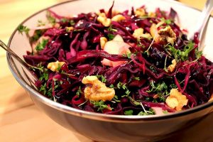 Low Carb Salat Rezept | Winterlicher Low Carb Rotkohlsalat