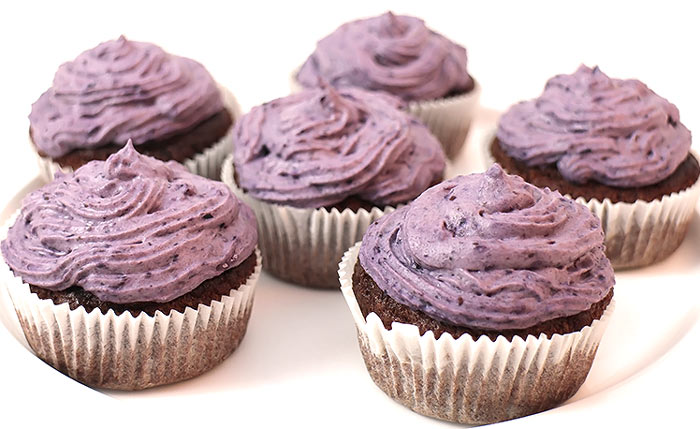 low carb schoko muffins mit blaubeer topping. Black Bedroom Furniture Sets. Home Design Ideas