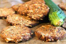 Low Carb Zucchini-Käse-Cracker mit Rosmarin