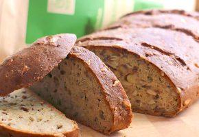 Low Carb Brot mit Hanfmehl und Nuss- & Saatenmischung