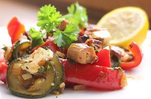 Low Carb Rezept - Gebratenes Gemüse mit Tintenfischstückchen