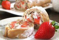 Low Carb Erdbeer-Sahne-Rolle ohne Mehl