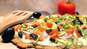 Mediterraner Low Carb Flammkuchen