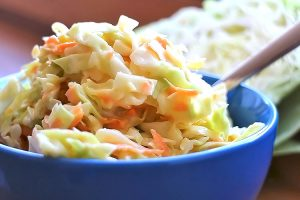 Low Carb Coleslaw Salat (Amerikanisches Dressing)