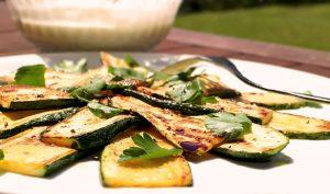 Gebratene Zucchini (Atipasti), Low Carb Beilage zum Grillen