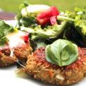 Grünkernbratlinge mit Tomate und Mozzarella überbacken