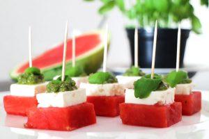 Low Carb Melonen-Feta-Häppchen mit Basilikum-Pesto