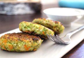 Vegetarische Low Carb Brokkoli-Karotten-Burger